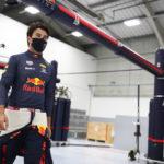 "Sergio ""Checo"" Pérez en la fabrica de Red Bull"